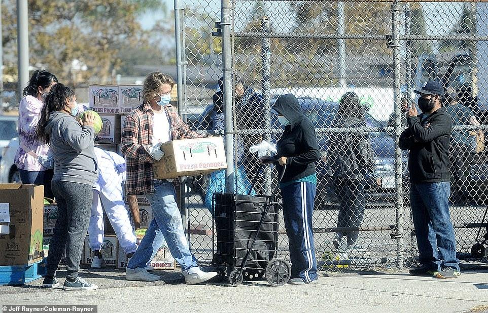 boom Brad pitt εθελοντής δωρεάν τρόφιμα